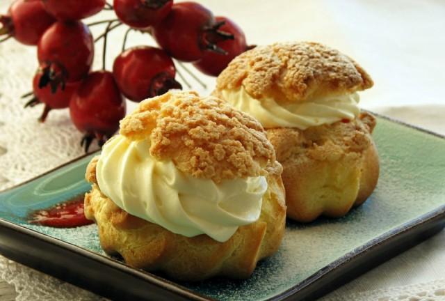 Заварные пирожные с вишневым кремом