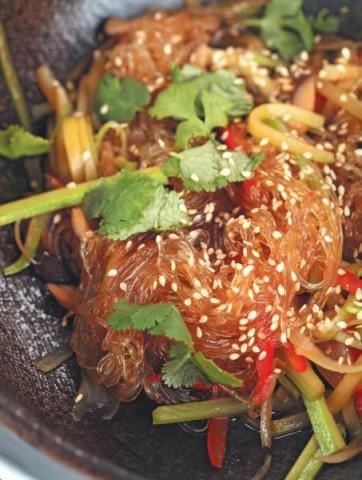 Рисовая лапша харусаме с овощами
