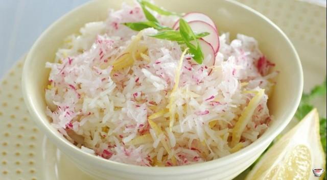 Салат из редиса с рисом и яйцом