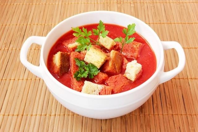 Томатный суп с гренками