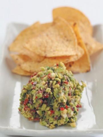 Гуакамоле с овощными чипсами
