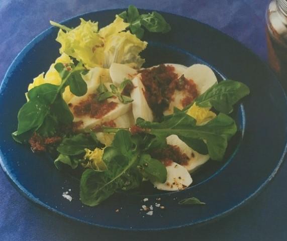Сыр моцарелла с томатным соусом