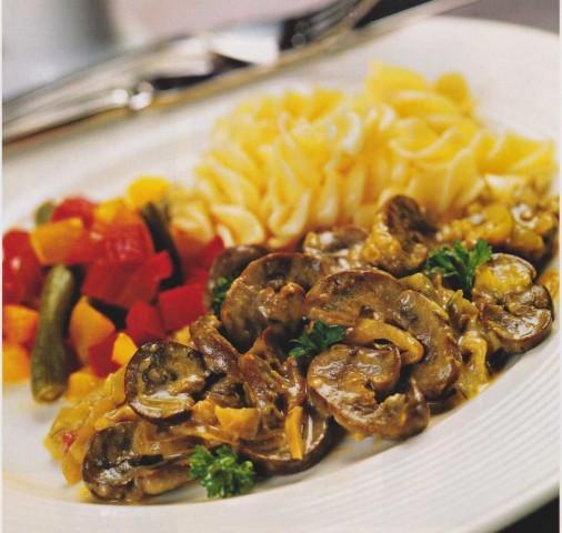 Почки говяжьи с грибами в сметанном соусе