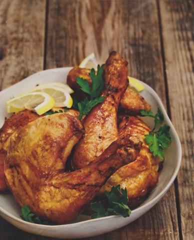 Цыпленок с лимонами, петрушкой и розмарином