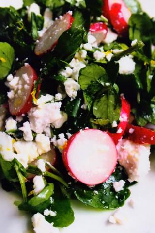 Салат из водяного кресса,редиса и феты