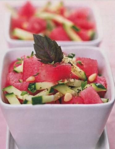 Салат из арбуза и огурцов