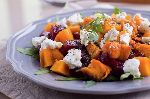 Салат из печеной тыквы и свеклы