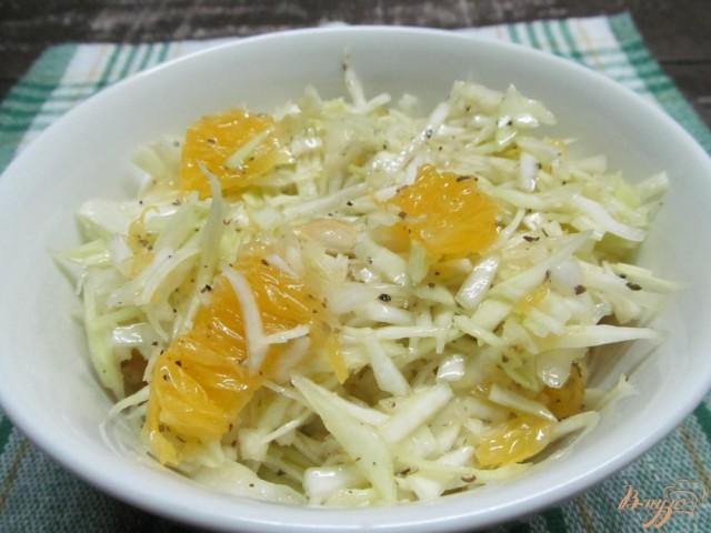 Салат из квашеной капусты с апельсинами и орехами
