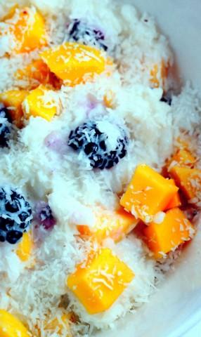 Рисовая каша с манго и ежевикой