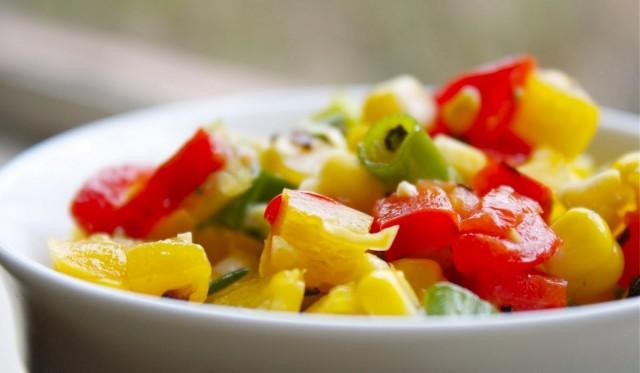 Салат из разноцветных сладких перцев
