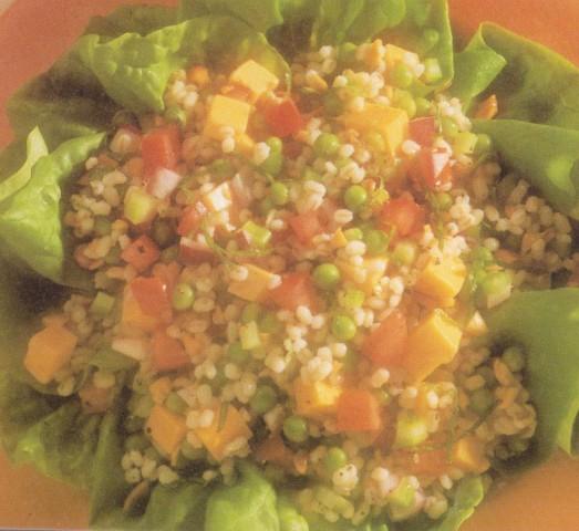Мятный салат из перловой крупы с сельдереем и горошком