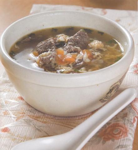 Суп с «яичными цветами» и говядиной