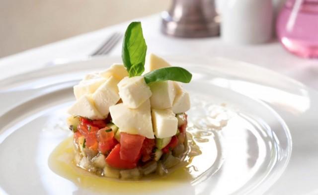 Салат из печеных овощей с сыром Моцарелла ди буфала