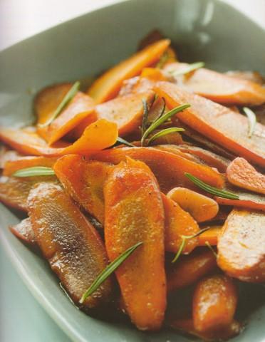 Молодая морковь с чесноком