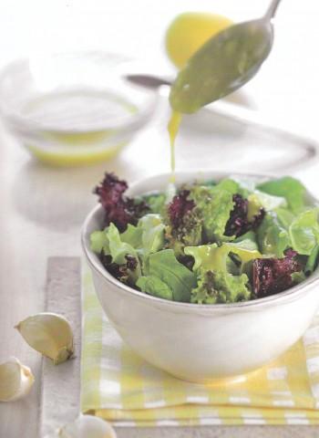 Зеленый салат с французской заправкой