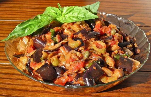 Рагу из баклажанов и моркови с грецкими орехами