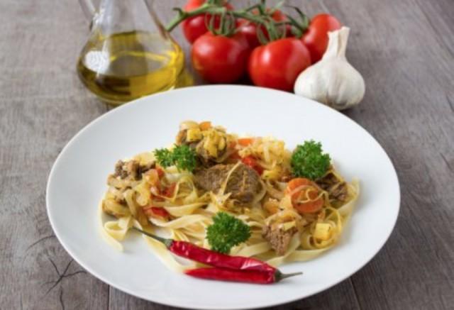 Спагетти с речными раками и травами