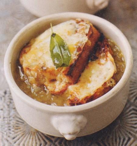 Английский луковый суп с шалфеем и чеддером
