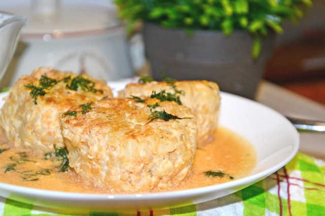 Тефтели рыбные в сметанном соусе