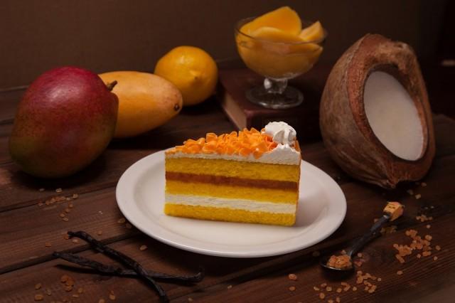 Торт с кардамоном и манго