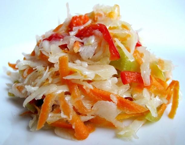Салат из моркови, капусты и сладкого перца