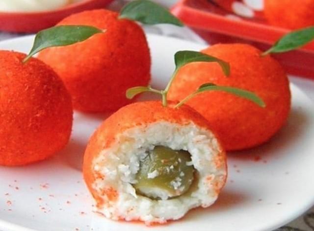 Сырные шарики с оливкой, чесноком и паприкой