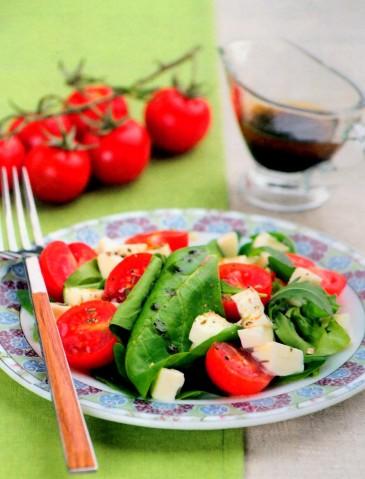 Итальянский зеленый салат с моцареллой