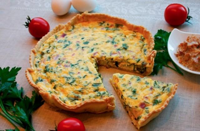 Киш с сыром Фета, оливками, шпинатом и сушеными на солнце помидорами
