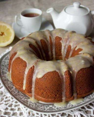 Двухцветный кекс с лимонной глазурью