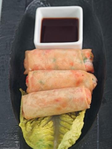 Харумаки с овощами с соусом чили
