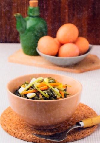 Морская капуста с корнишонами и морковью