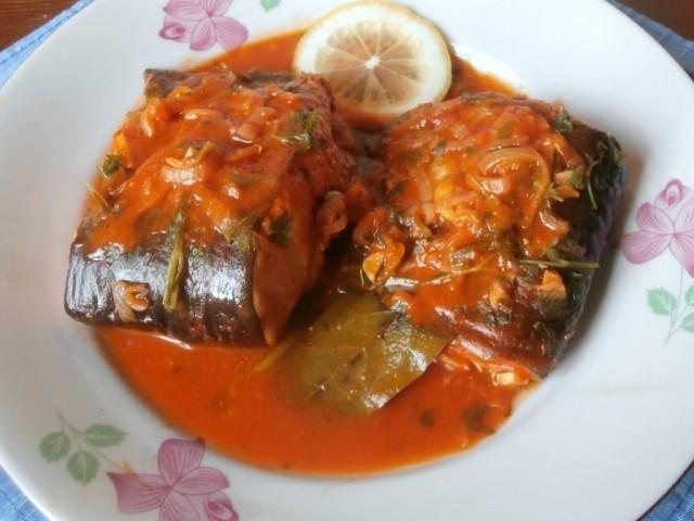 Рыба с томатами в сметанном соусе