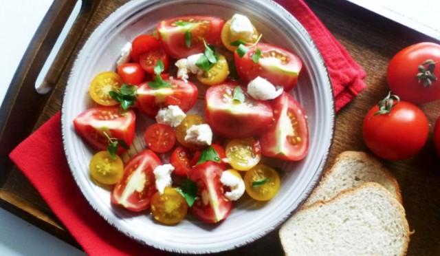 Салат из красного перца с моцареллой