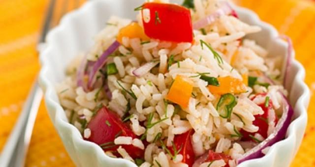 Салат из перца с рисом