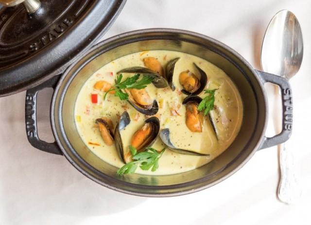 Суп с морепродуктами клэм-чаудер