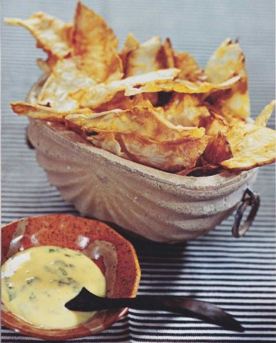 Сельдерейные чипсы с соусом айоли