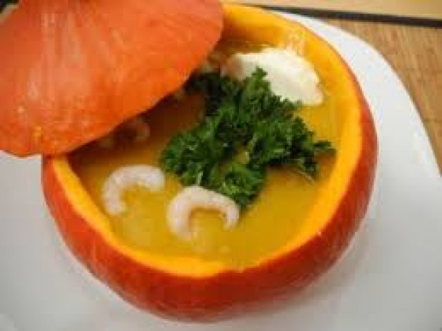 Картофельный суп с тыквой и помидорами черри