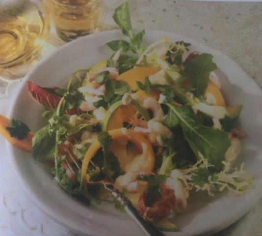 Салат из креветок с дыней и авокадо