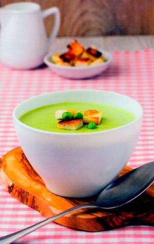 Суп-пюре из зеленого горошка с чесночными сухариками
