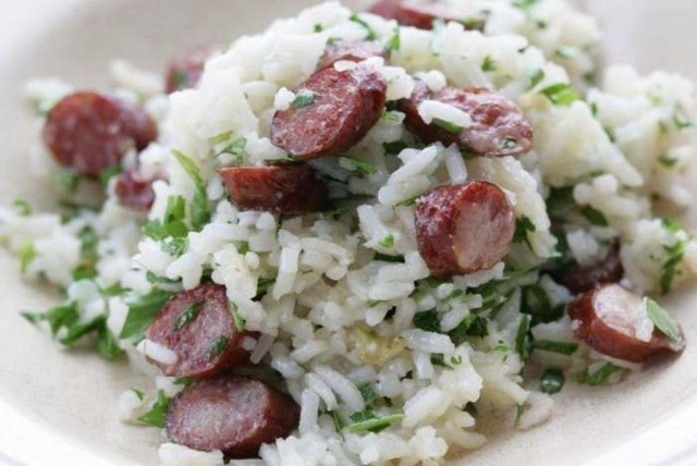Рис с острыми колбасками