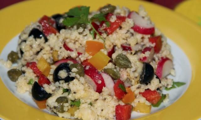 Рисовый салат с маслинами и фетой
