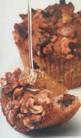 Медовый кекс с грецкими орехами, финиками и бананами