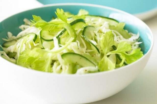 Салат из белокочанной капусты с пастернаком и сельдереем
