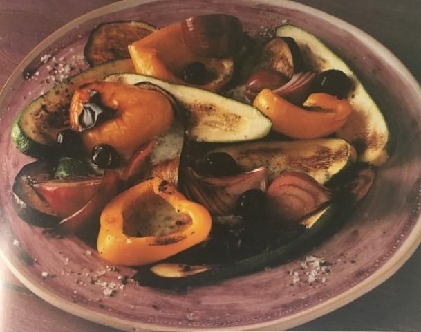 Овощи под соусом из черных бобов
