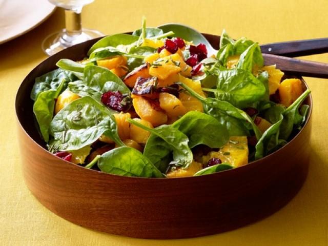 Салат со свеклой, тыквой и сушеной клюквой