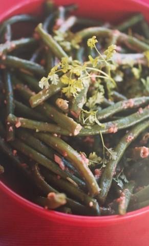 Салат из молодой фасоли