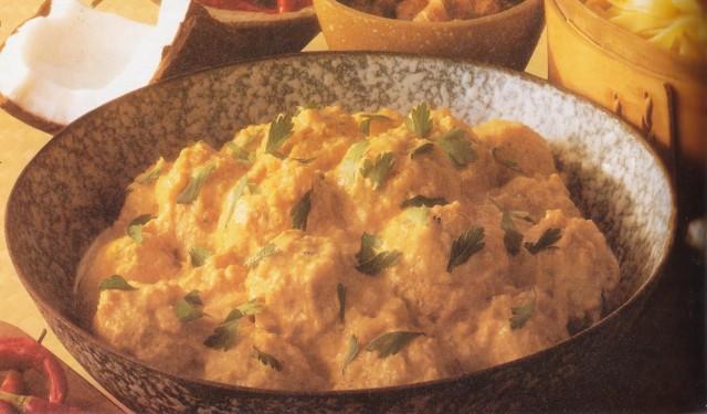 Рыбные фрикадельки с феттучини, соус карри
