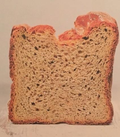 Горчичный хлеб с зернышками горчицы