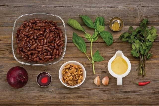 Дип из баклажанов с орехами и консервированной фасолью