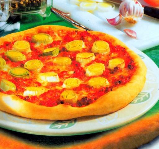 Пицца с фаршем и луком-пореем
